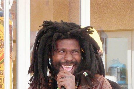 Takana Zion chante