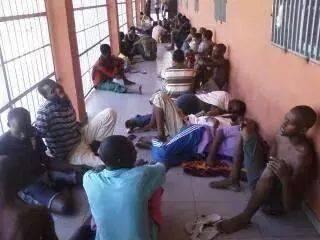 Des détenus dans une prison angolaise