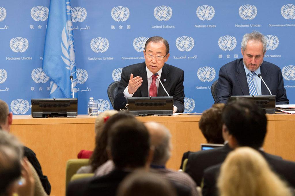 Le Secrétaire général Ban Ki-moon s'adresse aux journalistes au Siège de l'ONU. Photo : ONU/Mark Garten