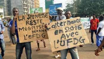 Des manifestants de l'opposition guinéenne, le 7 janvier 2015 à Conakry. © AFP
