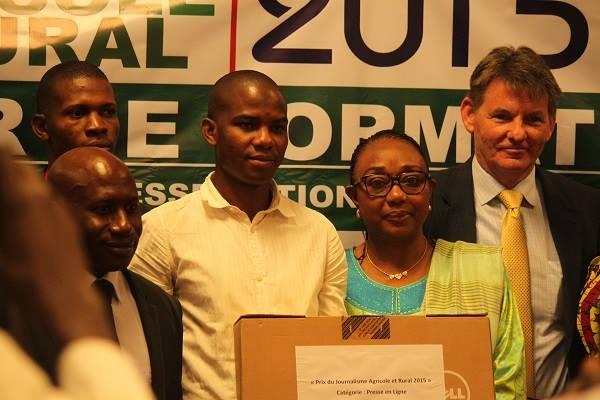 Aliou BM Diallo, entouré d'Alhousseine Makanera, ministre de la Communication ; Jaqueline Sultan, ministre de l'Agricultur et Denis Hankins, ambassadeur des Etats-Unis en Guinée